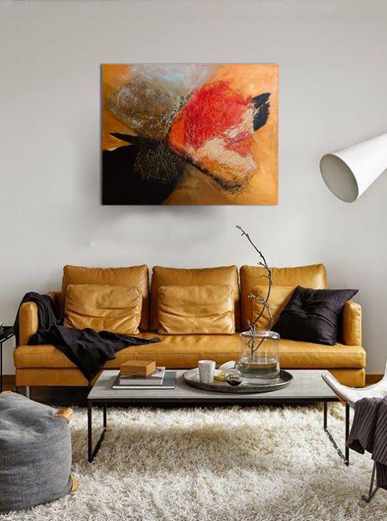 Współczesny salon z dużym obrazem